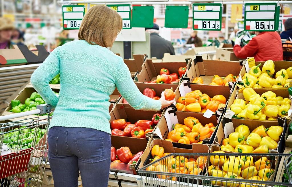 Woman buys a bell peppers in store